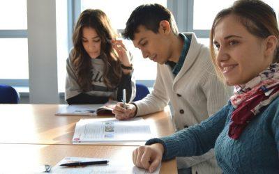 Etudes après le bac : de bonnes raisons d'intégrer une école de commerce